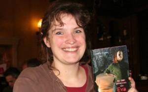 Judith Eiselin met een boek zonder seks